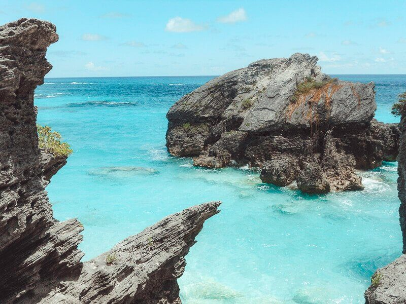 Picture of Bermuda ocean with blue water and rocks