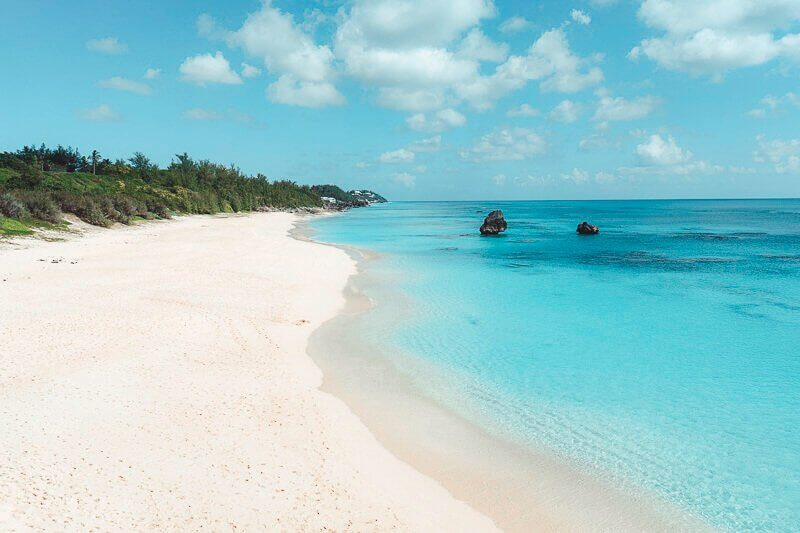 Picture of white sand Bermuda Beach and blue water
